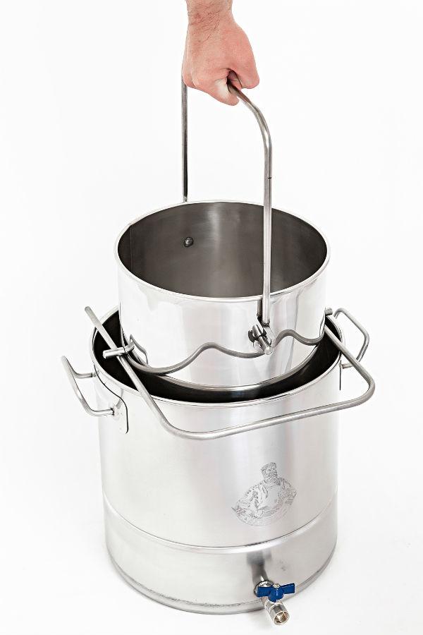 Заторный бак удобно извлекаеться из кастрюли для стекания и фильтрации сусла.