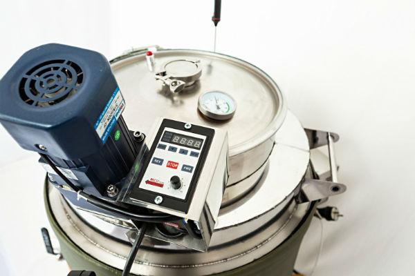 Мешалка механизированная для ПВК АЛКОВАР на 100 литров с электроприводом и частотным преобразователем для регулирования скорости вращения.